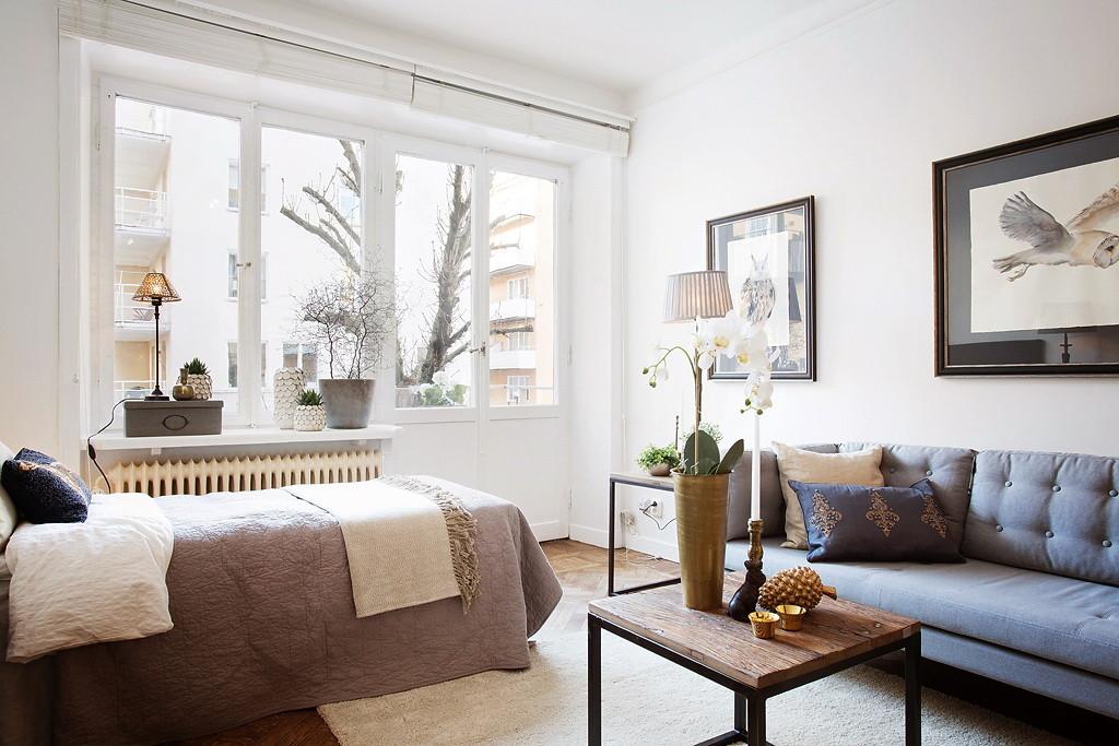 мой кровать и диван в одной комнате фото писательница написала