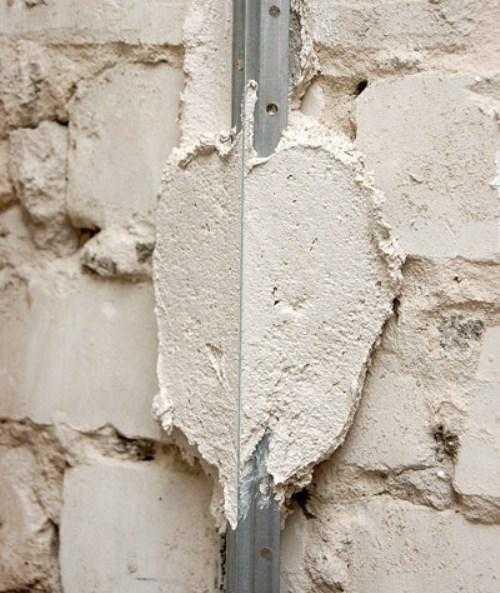 из чего делают маяки для штукатурки стен
